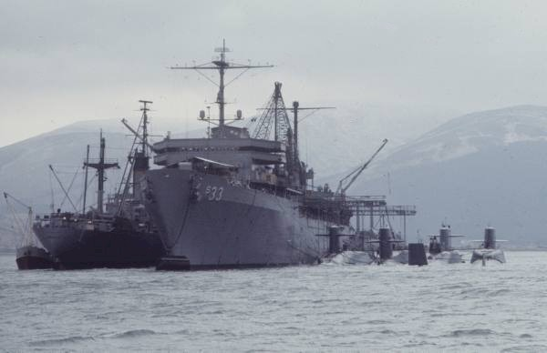 USS Simon Lake (AS-33) replenished in Holy Loch - image